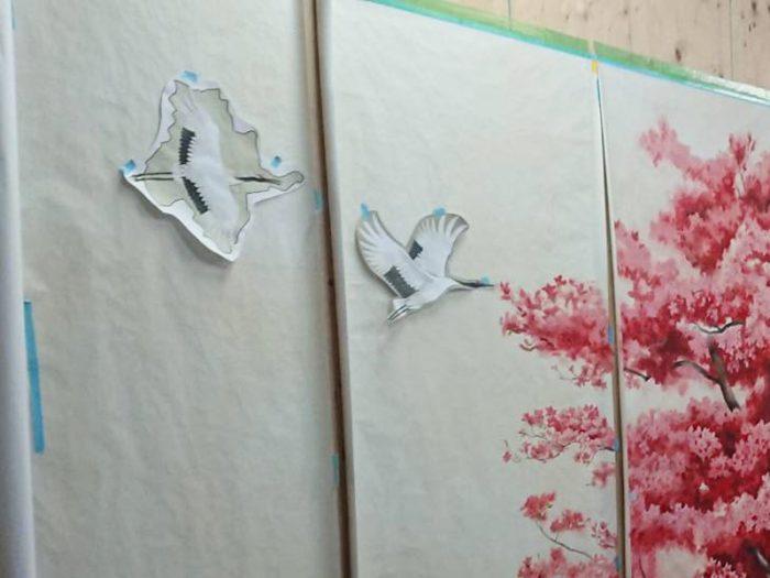 制作中の壁画_鶴