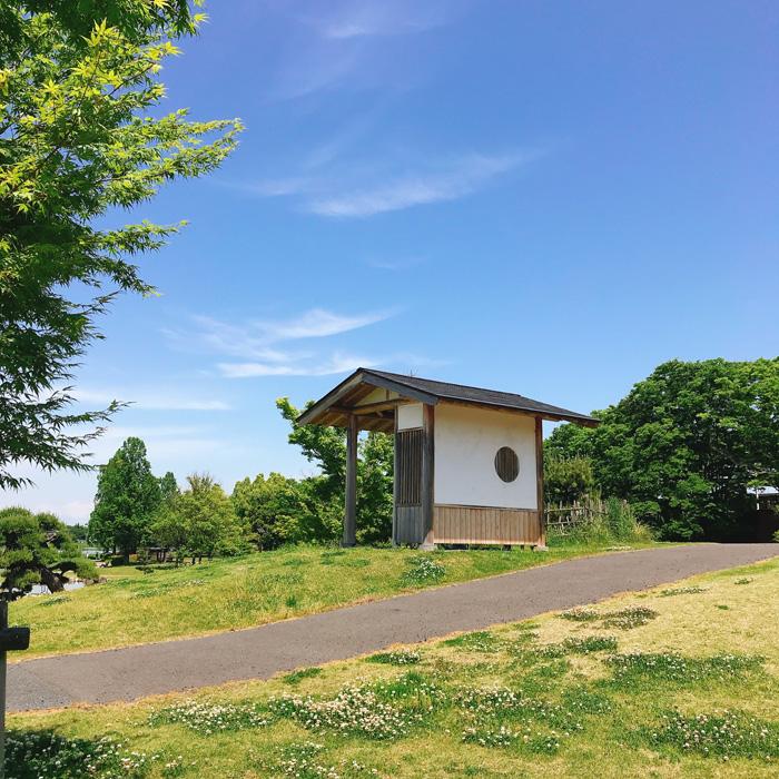 花山公園の東屋_下から