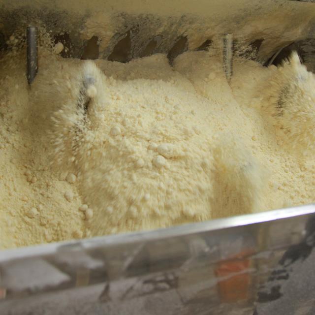 うどんの製麺 小麦粉のミキサー
