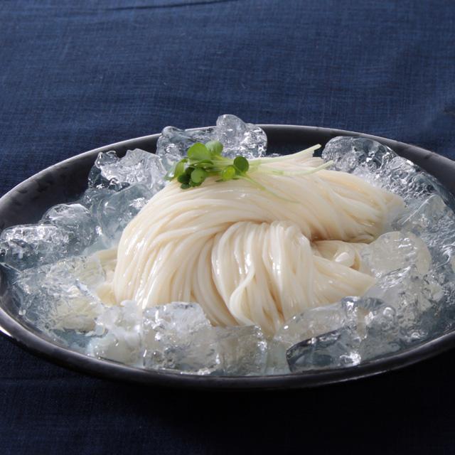 クラッシュ氷をそえた冷麦